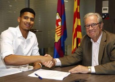 بارسلونا رسماً آرائوخو را به خدمت گرفت