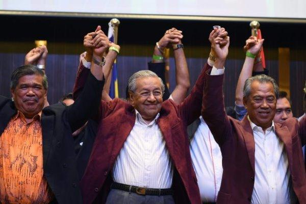 ماهاتیر محمد به عنوان هفتمین نخست وزیر مالزی سوگند یاد کرد