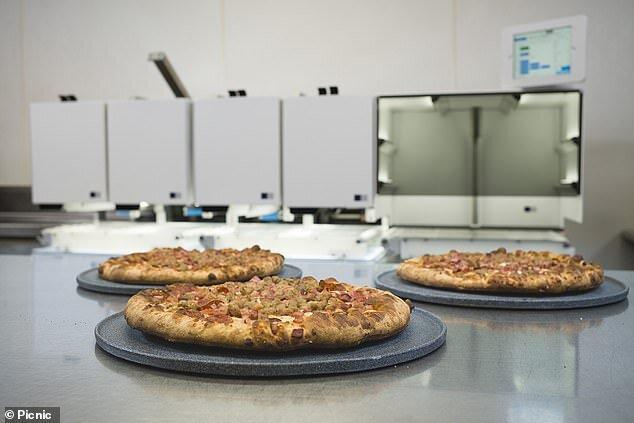 روباتی که 300 پیتزا را در یک ساعت می پزد