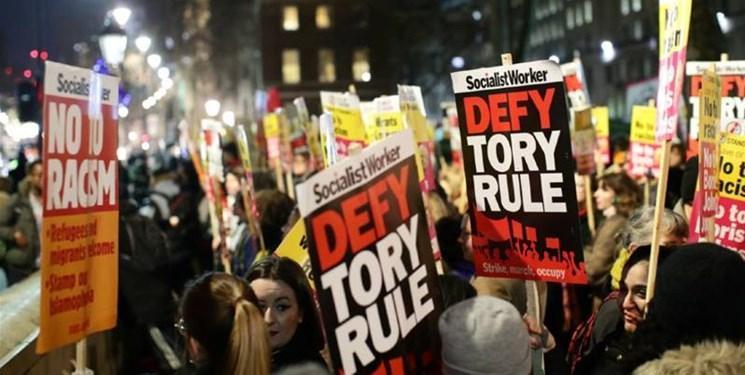 تظاهرات در لندن و گلاسکو علیه جانسون