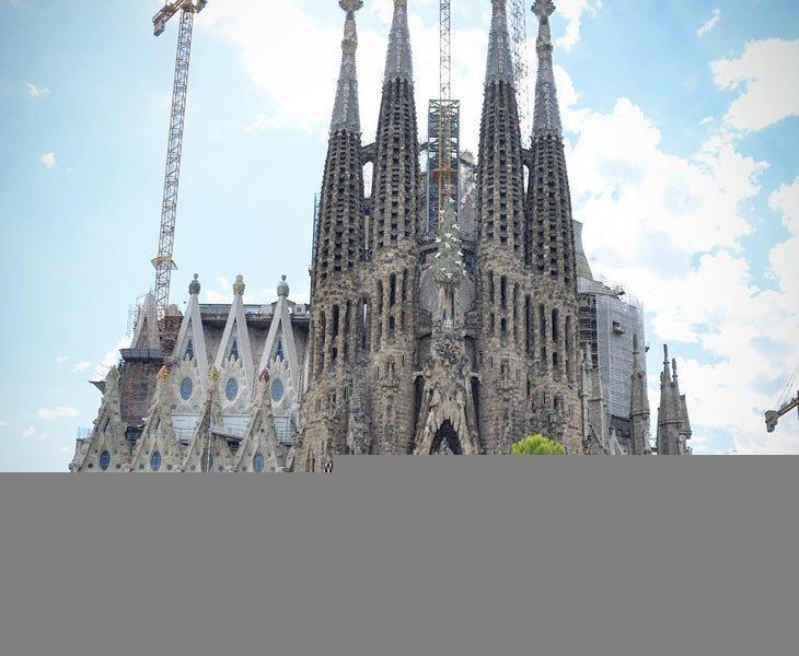 کلیسای ساگرادا فامیلیا (Sagrada Fam&iacutelia) - اسپانیا