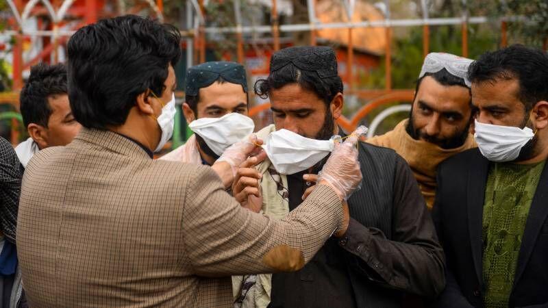 کاهش محدودیت های کرونایی در پاکستان