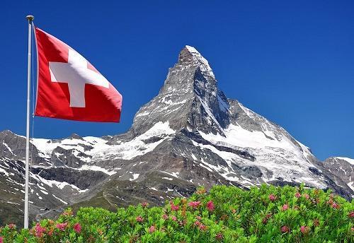 زنان سوئیسی برای مطالبه حقوق شان جیغ کشیدند!