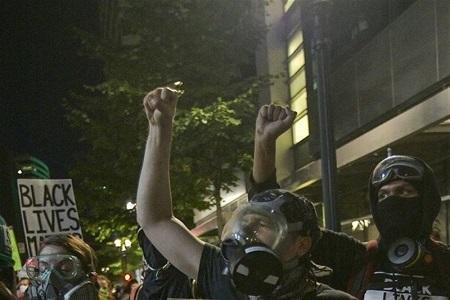 ادامه اعتراضات در آمریکا، شرایط پورتلند بحرانی اعلام شد