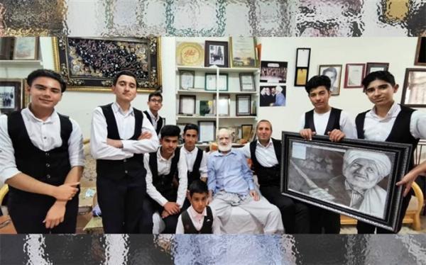 معلم هنرمندی که دانش آموزانش را به ملاقات اسطوره موسیقی کشور برد