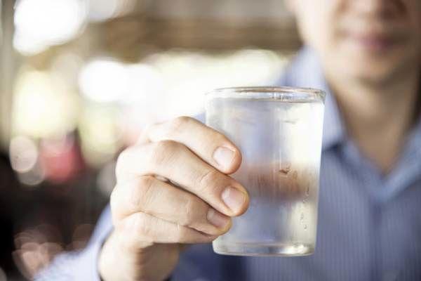 وزنتو بگو تا بگم روزی چند لیوان آب باید بخوری